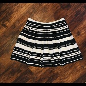 Banana Republic Pleated Skirt - Size 8